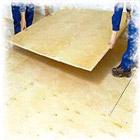Выравнивание деревянного пола фанерой по лагам